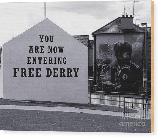 Free Derry Corner 7 Wood Print