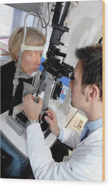 Laser Eye Surgery Aftercare Wood Print by Aj Photo/science Photo Library