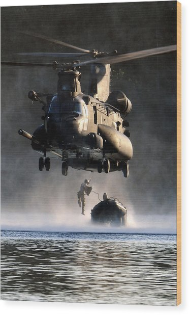 Mh-47 Chinook Helicopter Wood Print
