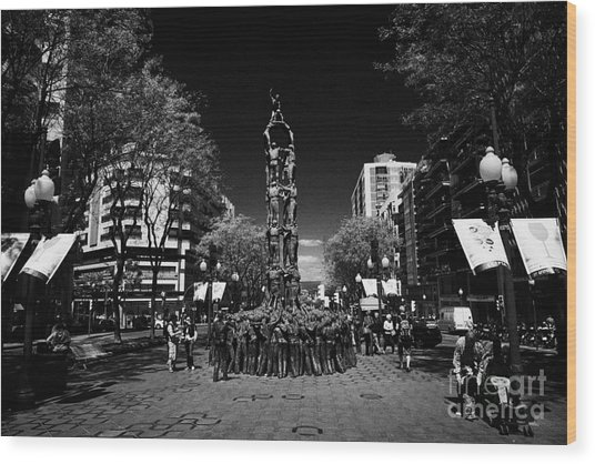 Monument To The Castellers On Rambla Nova Avenue In Central Tarragona Catalonia Spain Wood Print by Joe Fox