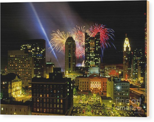 21l334 Red White And Boom Fireworks Display Photo Wood Print