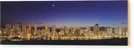 The Moon And Venus Over Honolulu Wood Print