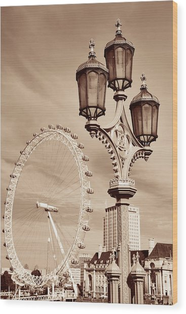 Vintage Lamp Post Wood Print