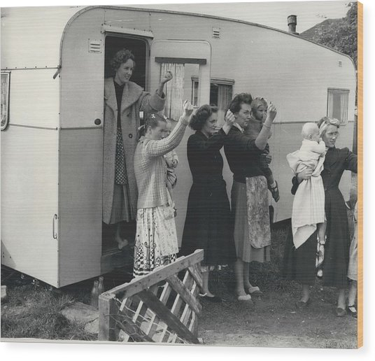 Caravan Site Eviction Force Withdraws Wood Print by Retro Images Archive