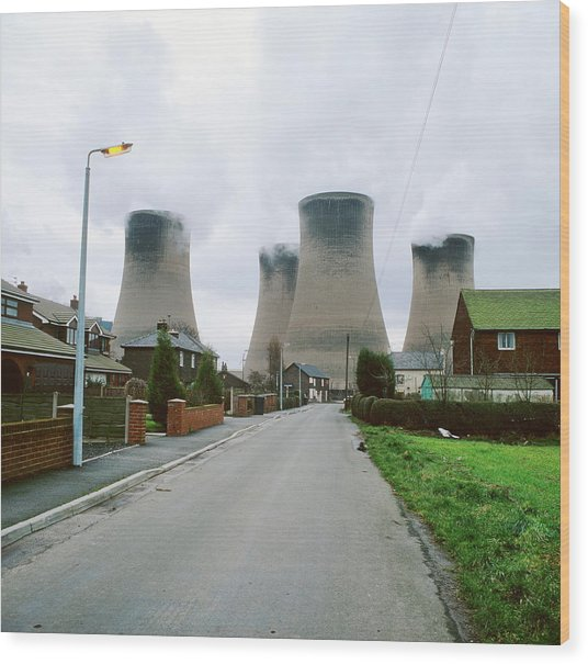 Coal-fired Power Station Wood Print by Robert Brook/science Photo Library