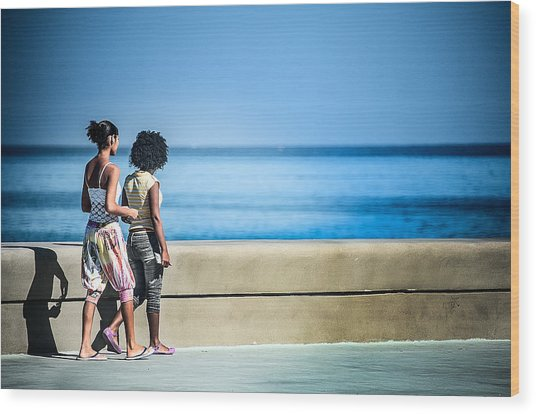 2 Girls On The Malecon Wood Print