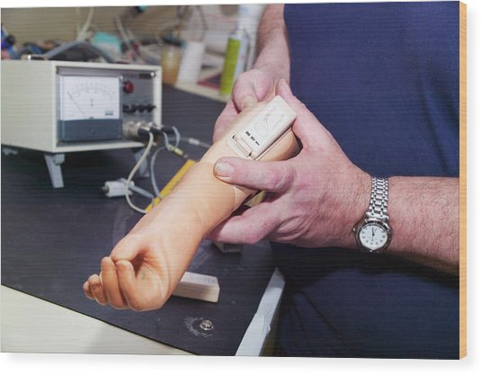 Prosthetic Limb Manufacture Wood Print by Gustoimages/science Photo Library