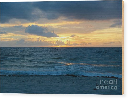 Sunrise In Deerfield Beach Wood Print