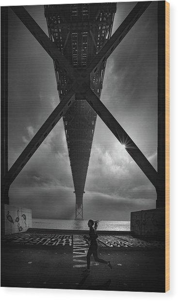 25 De April  Bridge Wood Print
