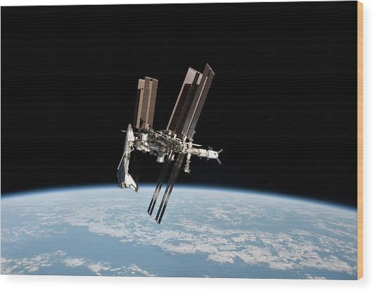 Iss And Space Shuttle Wood Print by Nasa/science Photo Library