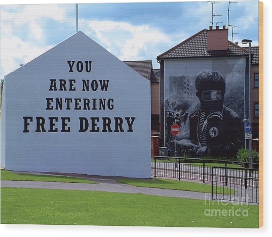 Free Derry Corner 3 Wood Print