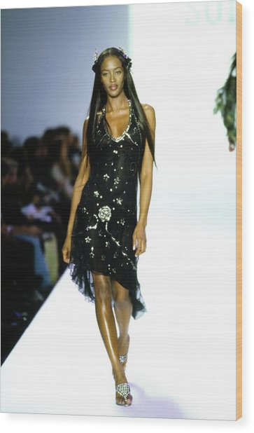 Naomi Campbell On A Runway For Anna Sui Wood Print