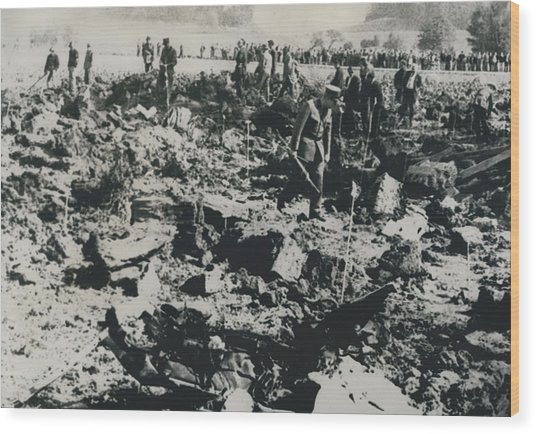 80 Die In A Plane Crash Near Zurich Wood Print by Retro Images Archive