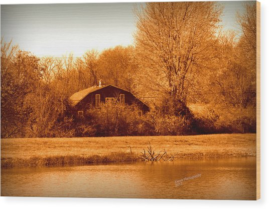 A Barn On The Lake Wood Print