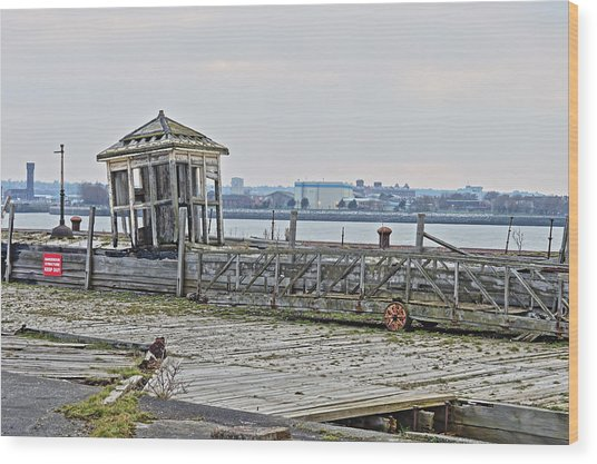 A Derelict Kiosk On A Disused Quay In Liverpool Wood Print