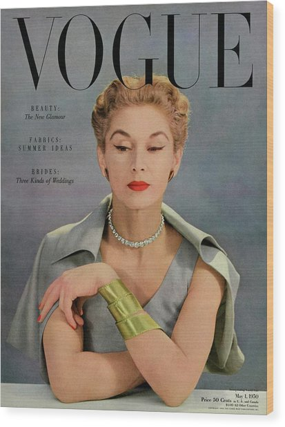 A Vogue Magazine Cover Of Lisa Fonssagrives Wood Print