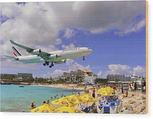 Air France Landing At St Maarten Wood Print