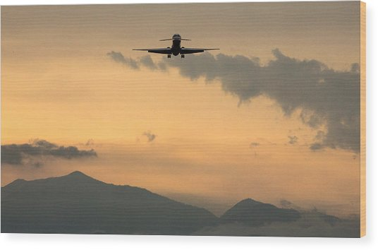 American Airlines Approach Wood Print