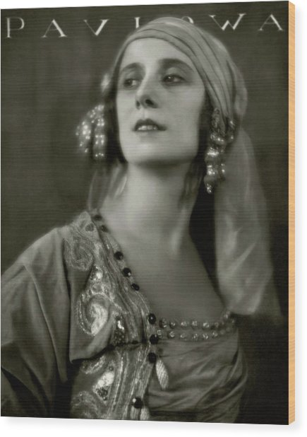 Anna Pavlova Wearing An Ornate Dress Wood Print