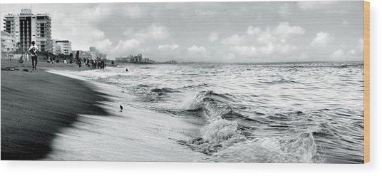 As The Tide Rolls In Wood Print by Cher Ferroggiaro