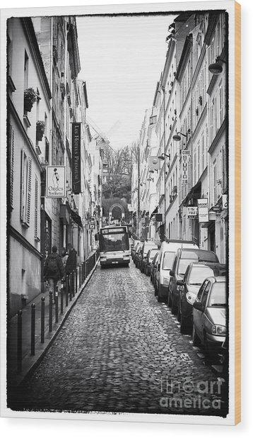 Autobus En Bas De La Rue Wood Print by John Rizzuto