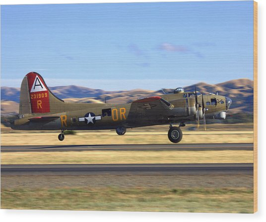 B17 Flying Fortress Departs Livermore Klvk Wood Print