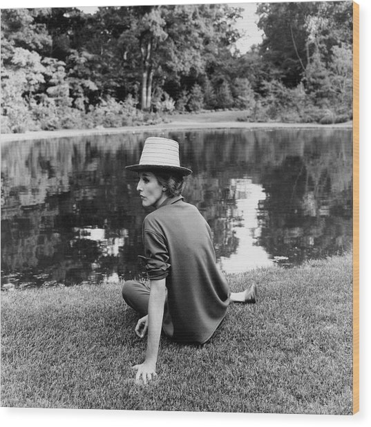 Babe Paley Sitting By A Pond Wood Print