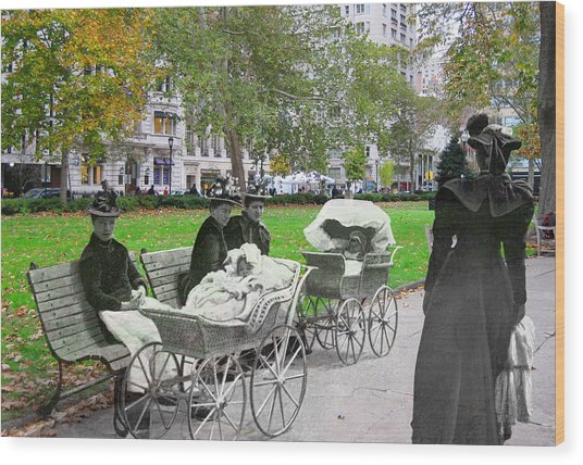 Babies In Rittenhouse Square Wood Print