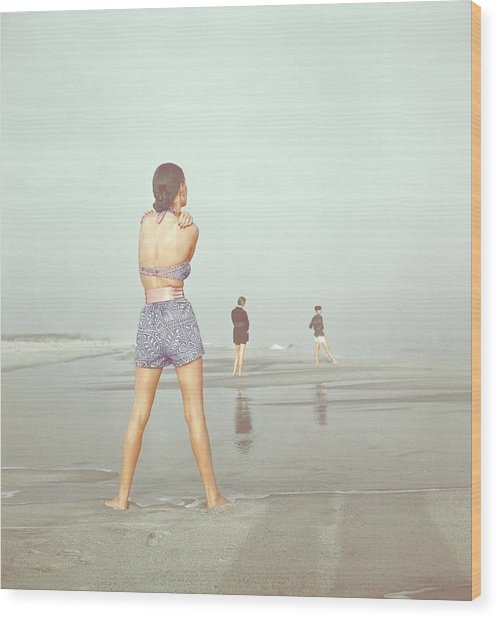 Back View Of Three People At A Beach Wood Print by Serge Balkin