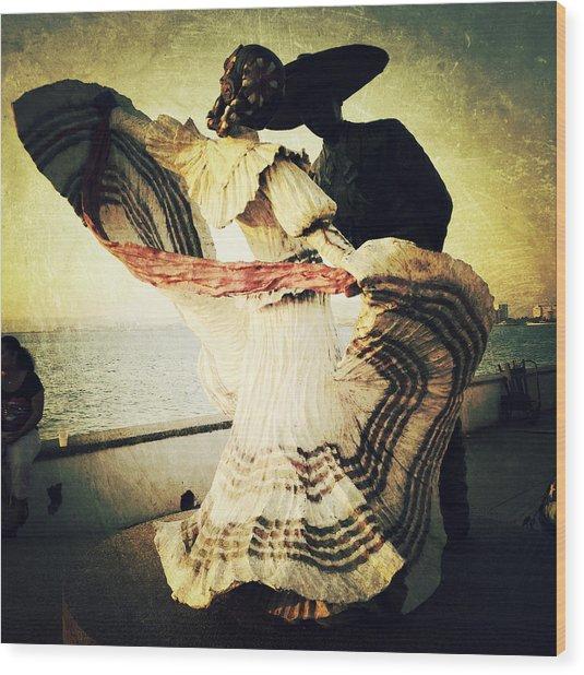 'bailarines De Vallarta' By Jim Demetro Wood Print