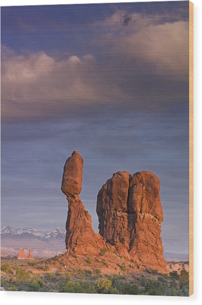 Balanced Rock At Sunset Wood Print