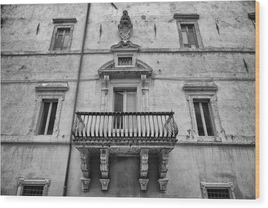 Balcony In Assisi Wood Print