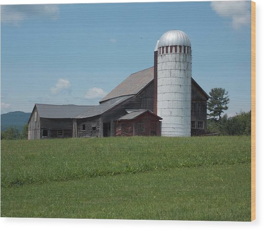 Barn And Silo In Vermont Wood Print