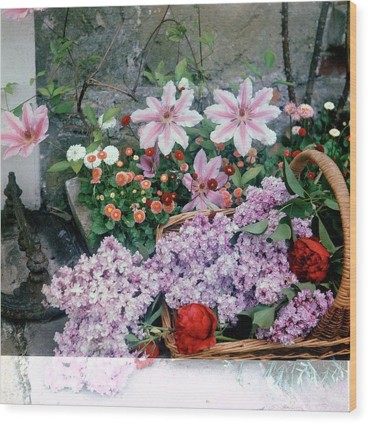 Basket Of Flowers At Reddish House Wood Print