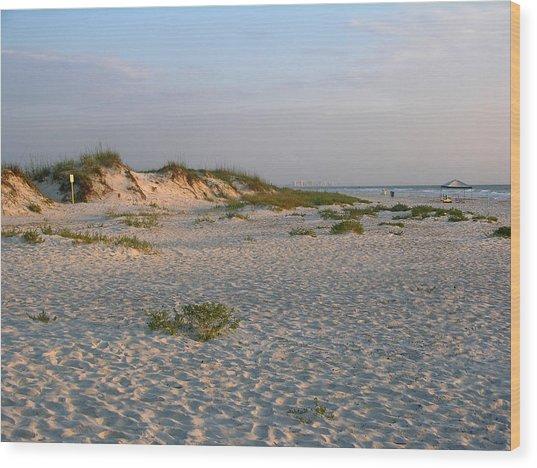 Beach At Sunrise Wood Print