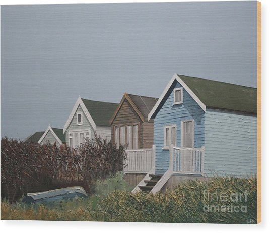 Beach Huts In A Row Wood Print by Linda Monk