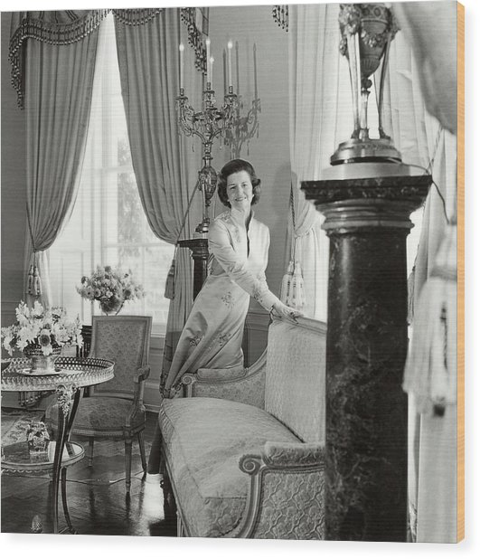 Betty Ford In The Oval Room Of The White House Wood Print by Horst P. Horst