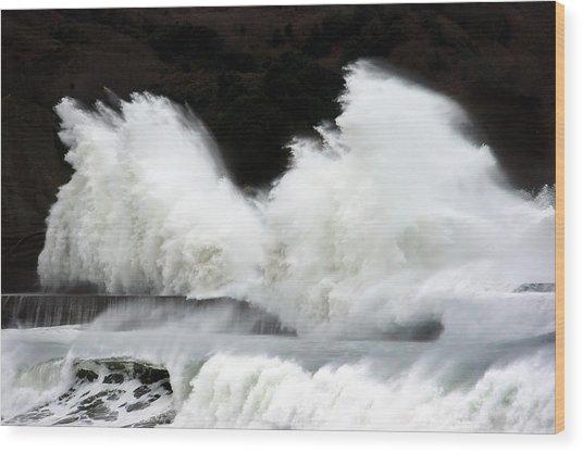 Big Waves Breaking On Breakwater Wood Print