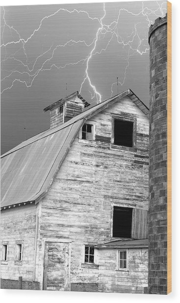 Black And White Old Barn Lightning Strikes Wood Print