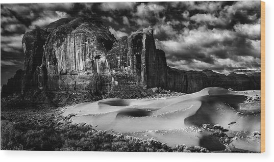 Black And White Sands At Monument Valley Wood Print