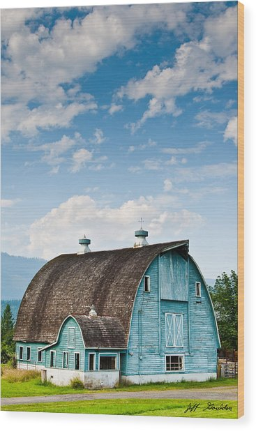 Blue Barn In The Stillaguamish Valley Wood Print