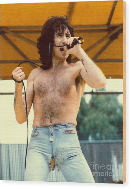 Bon Scott Of Ac Dc At Day On The Green - July 1979 Wood Print