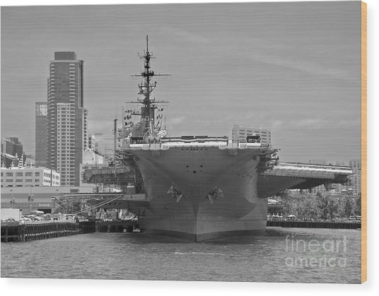 Bow Of The Uss Midway Museum Cv 41 Aircraft Carrier - Black And White Wood Print