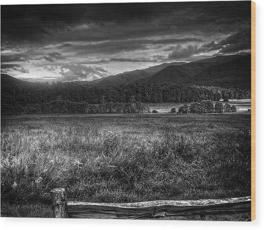 Breaking Sun In Cades Cove In Black And White Wood Print