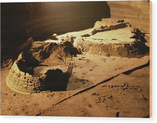 Bronze Age Archaeological Site Wood Print by Pasquale Sorrentino/science Photo Library