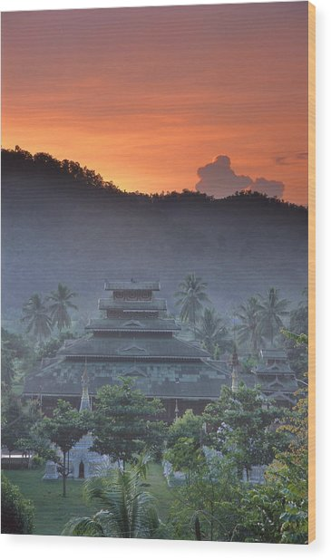 Buddhist Temple At Sunset Wood Print by Richard Berry