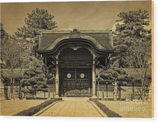 Buddhist Temple Gate In Early Spring Wood Print