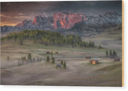 Burning Mountains Over The Frozen Valley Wood Print