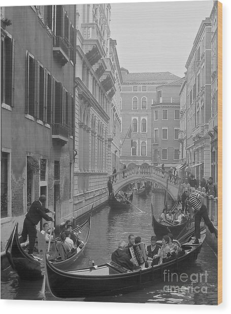 Busy Day In Venice Wood Print