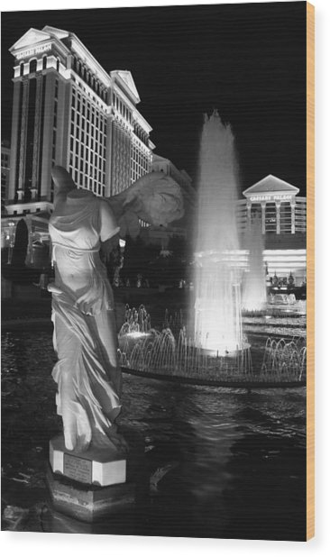 Caesars Fountain Bw Wood Print